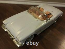 VNTGEBRATZ-1962 White Convertible Corvette Remote Control Car (Lights & Radio)